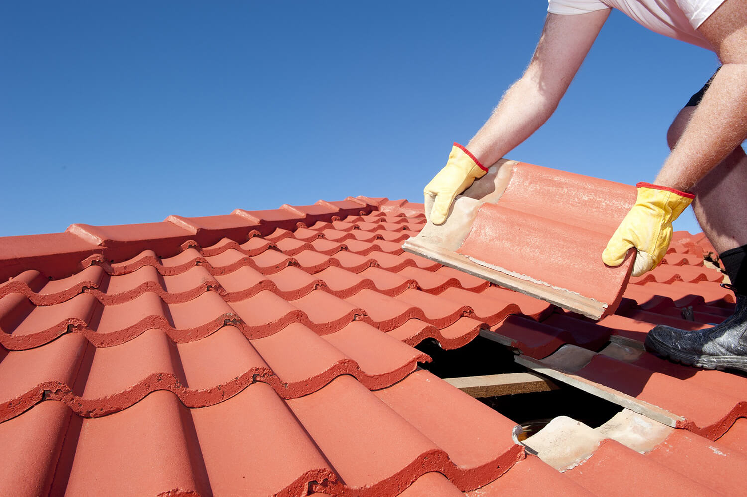 How Much Does it Cost to Re-Roof a House